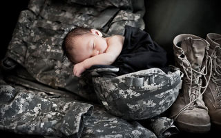 Какие выплаты положены военнослужащим при рождении ребенка