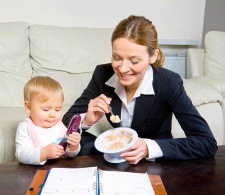 кормим малыша